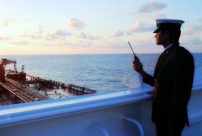 bộ đàm hàng hải