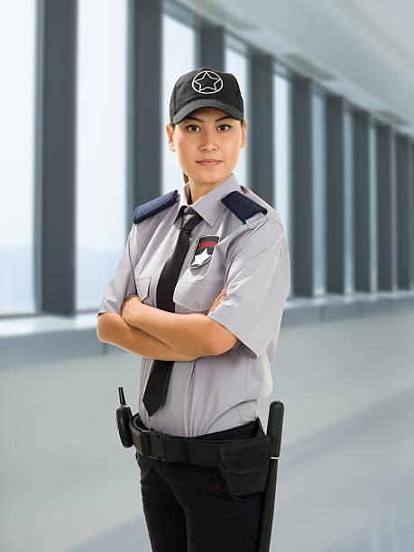 nhân viên bảo vệ nữ xinh đẹp